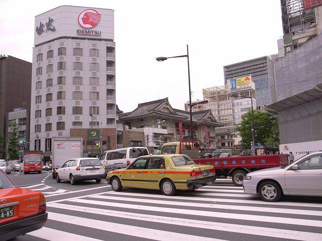 歌舞伎座前の交差点