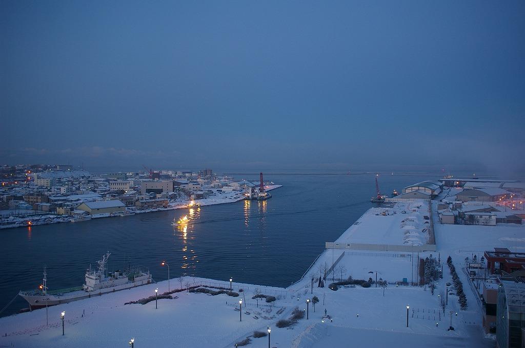夜明け前の釧路港