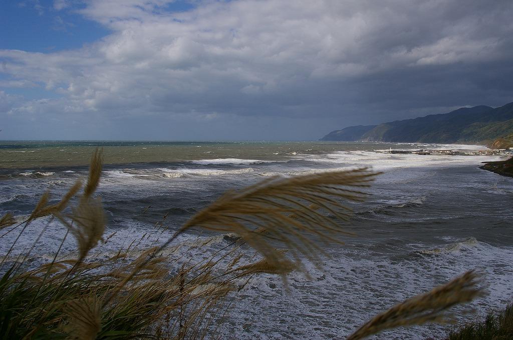 暴風波浪警報石狩湾 風力発電風車、強風?で運転停止中が目立つ。 PENTAX *ist D...