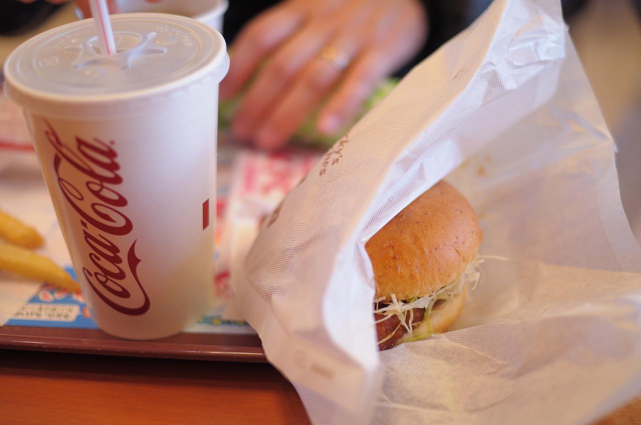 ケンタで昼食(和風チキンバーガーうまい)