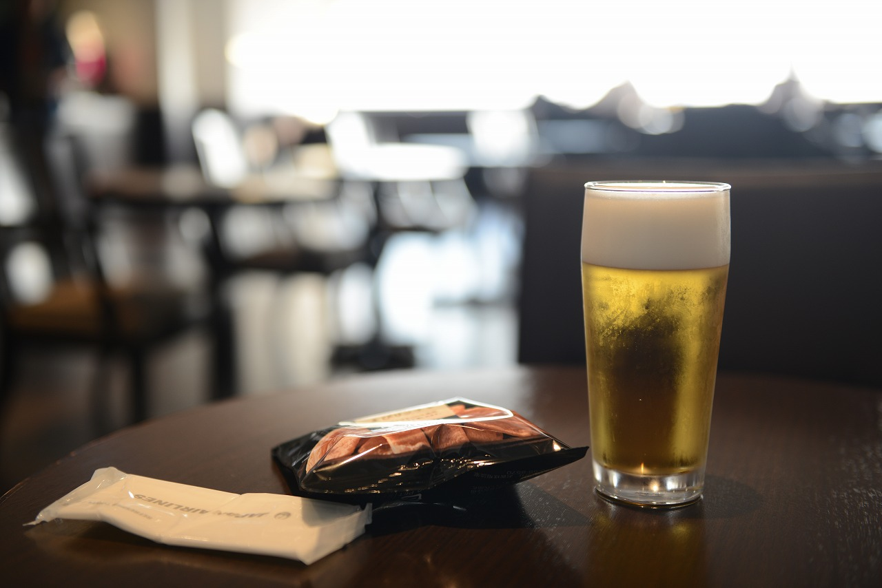 羽田空港_ビール飲みながら仕事して妻と合流